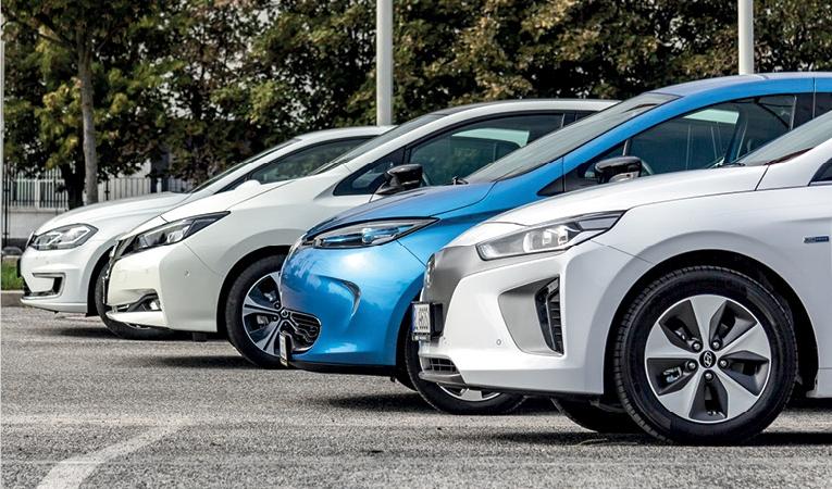 Súboj 4 elektromobilov
